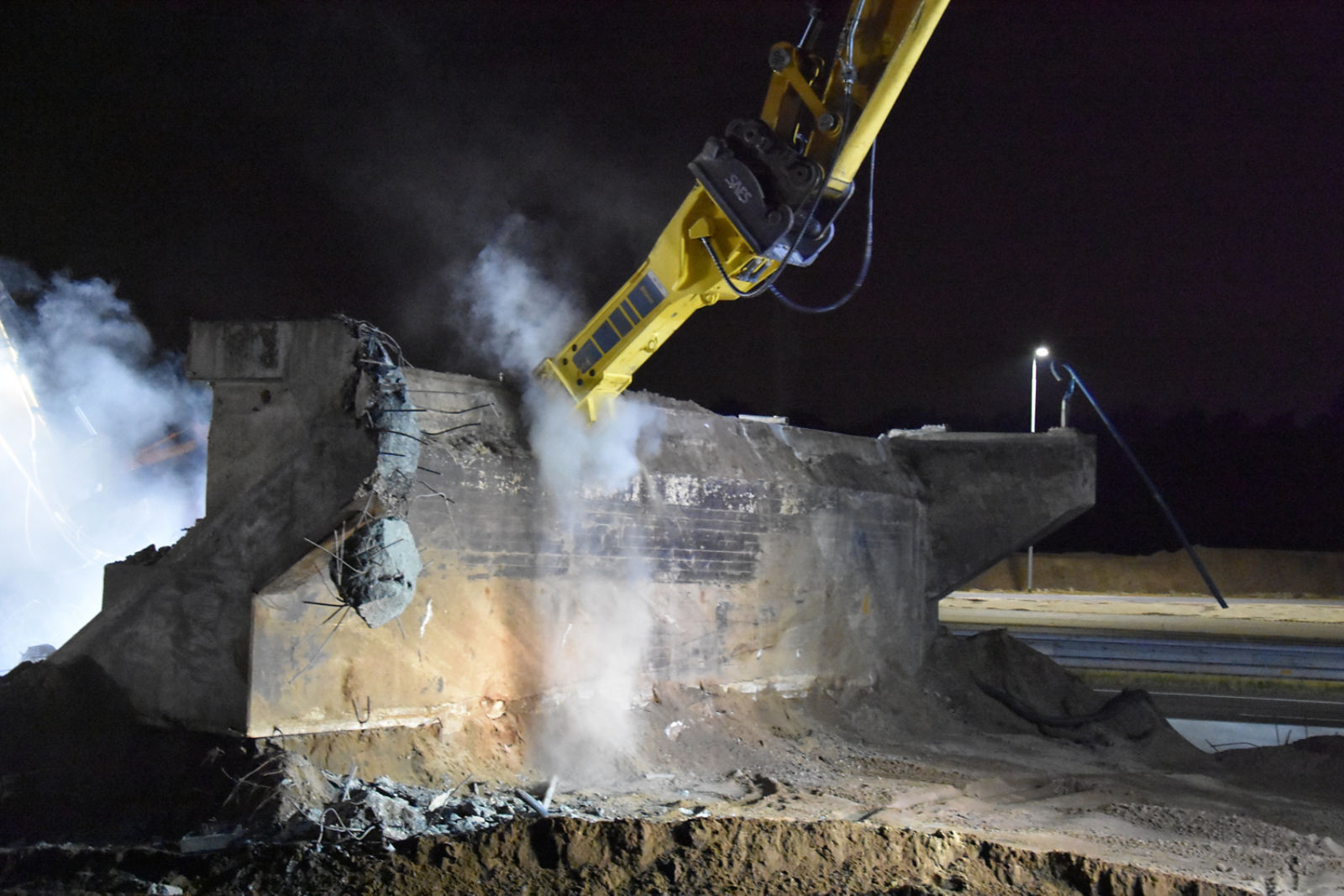 Three bridges demolished in 48 hours using Epiroc heavy hydraulic breakers