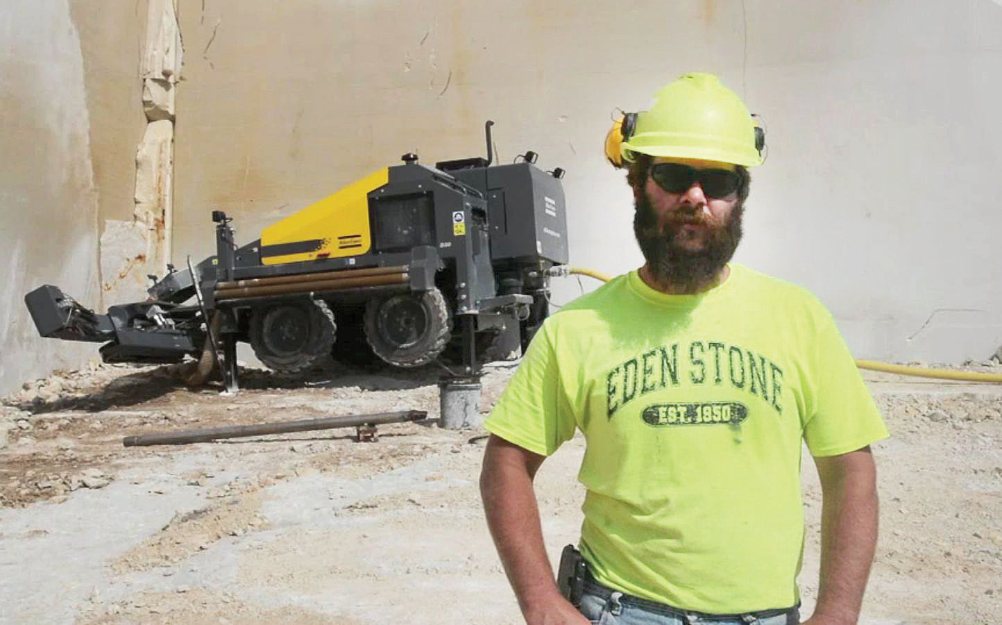 Operator in front of a SpeedROC D30 in a DSI quarry